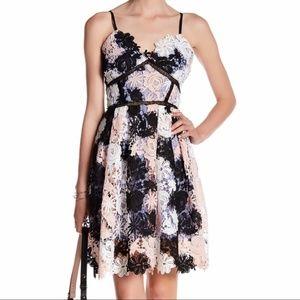 Romeo & Juliet Couture women M lace empire dress